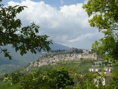 春の優雅なアブルッツォ州/モリーゼ州 古城と美しき村巡りの旅♪ Vol50(第3日) ☆Civitella del TrontoからTeramoへ:美しき村「チビテッラ・デル・トロント」の遠景を眺めて♪