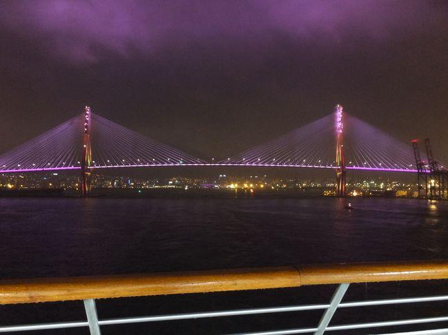 コスタクルーズがこの年から始めた金沢発着の日本海クルーズ。<br />8月の後半以降だと5泊6日で7万円を切るので、会社には4月に夏休みのまとめ取りを申請。旅行会社に申し込みました。<br />2つめの寄港地は韓国の釜山(プサン)です。<br />ここでは無料送迎バスで街に出て観光と食べ歩きです。<br />1日中雨でした。おかげで街の雰囲気も暗く感じました。それが残念。<br />表紙写真は去り行く釜山港を船尾のデッキから。次に来るときは晴れだといいな。<br />なお歓迎行事や出航のお見送りは一切なしでした。