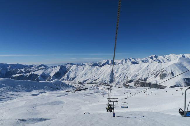 海外スキー2017は、旧ソ連の自治区だったジョージア(コーヒーかっ!)のグダウリスキー場。<br /><br />この2日前に行った同じグルジアのバクリアニスキー場ががっかりだっただけに、非常に楽しいスキーを満喫する事ができました!!<br /><br />旅程は以下。<br />往路:名古屋 → 成田 → ワルシャワ → トビリシ<br />復路:トビリシ → イスタンブール → ミュンヘン → 羽田 → 名古屋<br /><br />航空会社はANA → ポーランド航空、トルコ航空 → ANAでANAのマイレージで行きました。<br /><br /><br />■グダウリスキー場<br /><br />ゲレンデ情報<br />標高:1,998m - 3,267m<br />リフト:11基<br />総滑走距離:60km<br /><br /><br />レポートは以下のページにありますので、良ければ見てください。<br />http://www.soleil1969.com/ski/17Ger/Gud/17_Gud.html