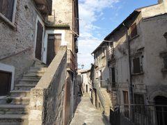 春の優雅なアブルッツォ州/モリーゼ州 古城と美しき村巡りの旅♪ Vol63(第3日) ☆Castel del Monte:美しき村「カステル・デル・モンテ」黄昏の旧市街♪トンネルやアーチが趣がある♪
