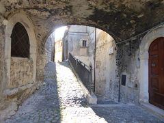 春の優雅なアブルッツォ州/モリーゼ州 古城と美しき村巡りの旅♪ Vol71(第4日) ☆Castel del Monte:美しき村「カステル・デル・モンテ」朝の旧市街♪趣のある風景♪