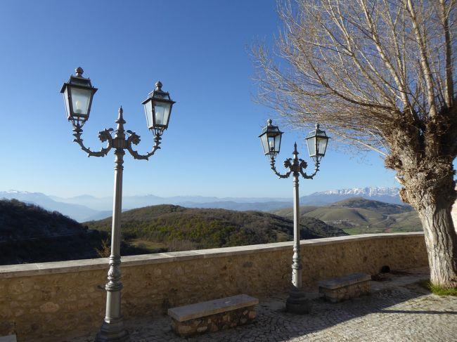 春の優雅なアブルッツォ州/モリーゼ州 古城と美しき村巡りの旅♪ Vol72(第4日) ☆Castel del Monte:美しき村「カステル・デル・モンテ」朝の旧市街♪展望台から朝の風景を眺めて♪