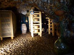 春の優雅なアブルッツォ州/モリーゼ州 古城と美しき村巡りの旅♪ Vol81(第4日) ☆Calascio:カラーショ城(ロッカ・カラーショ)の下の古い村♪チーズ作りの見学・カフェで優雅なエスプレッソタイム♪