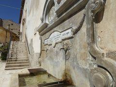春の優雅なアブルッツォ州/モリーゼ州 古城と美しき村巡りの旅♪ Vol84(第4日) ☆Calascio:美しき村「カラーショ」優雅に歩く♪美しい噴水は美味しい水♪