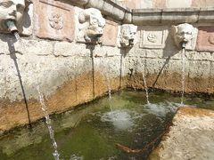 春の優雅なアブルッツォ州/モリーゼ州 古城と美しき村巡りの旅♪ Vol94(第4日) ☆L'Aquila:ラクイラの美しい噴水「Fontana delle 99 Cannelle」を眺めて♪