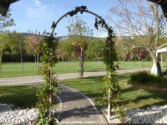 春の優雅なアブルッツォ州/モリーゼ州 古城と美しき村巡りの旅♪ Vol107(第5日) ☆L'Aquila:ホテル「Magione Papale Relais di Campagna & Ristorante」の広大な庭園♪ゆったりと歩く♪