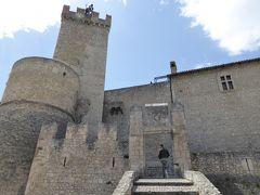 春の優雅なアブルッツォ州/モリーゼ州 古城と美しき村巡りの旅♪ Vol125(第5日) ☆Capestrano:美しき古城「カペストラーノ城」♪城内をゆったりと眺めて♪
