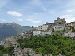 春の優雅なアブルッツォ州/モリーゼ州 古城と美しき村巡りの旅♪ Vol127(第5日) ☆Capestrano:カペストラーノの美しい広場や遠景を眺めて♪
