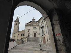 春の優雅なアブルッツォ州/モリーゼ州 古城と美しき村巡りの旅♪ Vol135(第5日) ☆Popoli:ポーポリ美しい旧市街♪「Chiesa della Trinita e San Lorenzo」眺めて♪