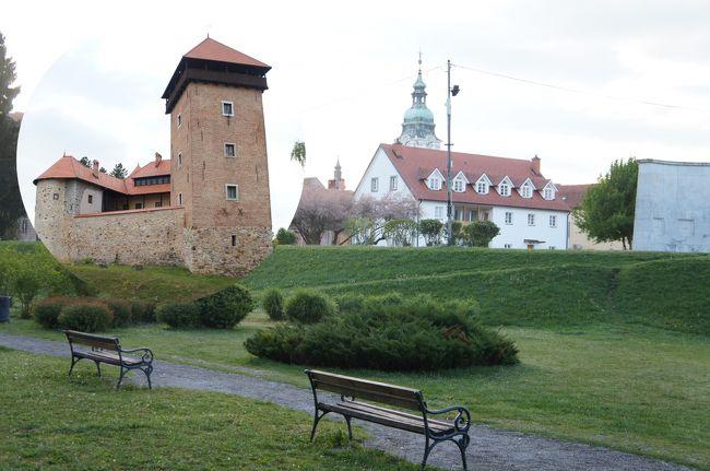 クロアチア3日目の4月24日(月)は、最後に14:45プリトヴィツェ湖(Plitvice)~16:10カルロヴァツ(Karlovac)~17:05ザグレブ(Zagreb)のバスに乗り、カルロヴァツへ行きます。<br />今日は、ヴェラルKAアパート(Rooms and Apartment Veral-KA)に泊ります。<br />翌日ロヴィニ(Rovinj)へ行くので、宿泊地するを往復2時間短縮できるカルロヴァツ(Karlovac)か、観光する箇所が多いザグレブ(Zagreb)かで迷いましたが、無理をしなくて済むカルロヴァツに泊まりました。