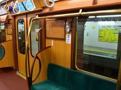 昭和の銀座線を再現したレトロ調電車と浅草伝法院庭園(東京)
