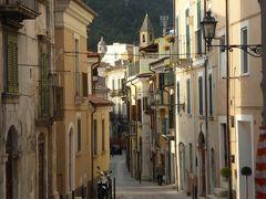 春の優雅なアブルッツォ州/モリーゼ州 古城と美しき村巡りの旅♪ Vol138(第5日) ☆Popoli:ポーポリ美しい旧市街♪路地の向こうの景観や比較的新しい街並みを眺めて♪