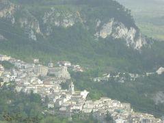 春の優雅なアブルッツォ州/モリーゼ州 古城と美しき村巡りの旅♪ Vol161(第6日) ☆Salleから渓谷美を眺めながらCaramanico Termeへ♪