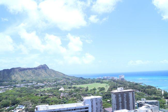 「娘が2歳を迎える前に海外旅行に行きたい!」<br />(2歳からは座席が必要になるからですね…)<br />そんな淡い思いを抱きながら、今回運良くゴールデンウィーク後の安く天気も良いシーズンにハワイ旅行をする事が出来ました。<br />私は中学生の時以来、主人と娘は初ハワイです。<br /><br />今回は絶賛イヤイヤ期の娘を抱えながらの旅行だった為、写真はあまり撮れませんでした。<br />覚えている限りの事を旅行記に書き残そうと思います。<br />これから子連れ海外旅行を計画される方の参考になれば嬉しいです^^<br /><br />*手配*<br /><br />ESTA申請費<br />$14/人×3人=$42<br /><br />〈空港駐車場〉<br />空港南駐車場…………電話予約<br />¥5500/8日間<br /><br />〈航空券〉<br />福岡→成田 ジェットスター<br />成田→ホノルル JAL便ビジネスクラス…………両便共にJALHPより予約、購入。<br />大人¥225,190/人(サーチャージ込)×2名=¥450,380<br />小人¥28,300<br /><br /><br />〈空港=ホテル間送迎〉<br />チャーリーズタクシー…………JALJALOALOカードALI&#39;Iより予約<br />$35(片道、チップ込)<br /><br />〈宿泊〉<br />Aston At The Waikiki Banyan…………日本人オーナーから直接予約<br />$977,82/6泊(ホテル税、収税込。手数料、リゾートフィー不要)<br /><br />〈Wi-Fiレンタル〉<br />ワイキキ受取・返却!<固定料金/Verizon使い放題> by Vision Mobile …………VELTRAより予約<br />¥683/日×6日=¥4098<br />現地にて保険加入<br />¥1826<br /><br />〈海外旅行保険〉<br />大人分→カード付随保険にて対応<br />子供→損保ジャパン「新・海外旅行保険【off!】」で必要な補償のみ契約<br />¥1440/8日分<br /><br />