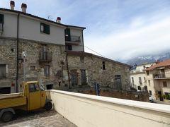 春の優雅なアブルッツォ州/モリーゼ州 古城と美しき村巡りの旅♪ Vol179(第7日) ☆Casoli:カゾーリ城へ目指して旧市街を歩く♪