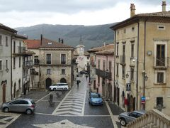 春の優雅なアブルッツォ州/モリーゼ州 古城と美しき村巡りの旅♪ Vol194(第7日) ☆Pescocostanzo:美しいペスココスタンツォ旧市街♪大聖堂「Basilica di Santa Maria del Colle」を眺めて♪