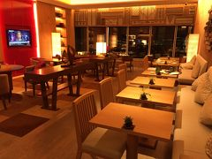 『コンラッド東京』宿泊記(3)『コンラッド東京』のエグゼクティブラウンジのフードプレゼンテーション(イブニングサービス)、ライトアップした東京タワー&東京スカイツリーもパシャリ! コンラッド東京のプール、ジム、サウナ、ジャグジーのある施設【水月スパ&フィットネス】
