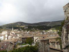 春の優雅なアブルッツォ州/モリーゼ州 古城と美しき村巡りの旅♪ Vol204(第8日) ☆Pescocostanzo:ペスココスタンツォの古城跡岩山から旧市街へ下りてショッピングを楽しむ♪