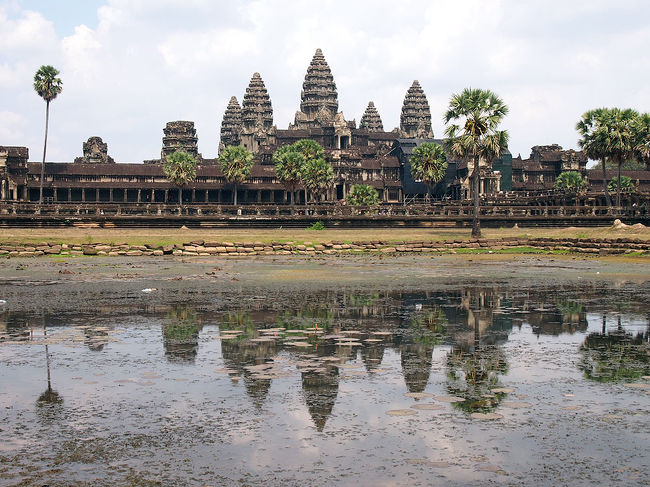今年のGWは、長い休みが取れないので、<br />3泊4日でベトナム&カンボジアへ行ってきました。<br /><br />1日目 深夜便で羽田→ホーチミン→シェムリアップ<br />2日目 アンコール遺跡巡り 夜シェムリアップ→ホーチミン<br />3日目 ホーチミン観光<br />4日目 ホーチミン→羽田<br /><br />短い期間でしたが、充実した旅になりました。