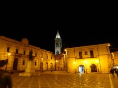 春の優雅なアブルッツォ州/モリーゼ州 古城と美しき村巡りの旅♪ Vol227(第8日) ☆Sulmona:夜景の美しいスルモーナ旧市街♪ホテルからサービスの甘~いイチゴを頂く♪