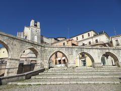 春の優雅なアブルッツォ州/モリーゼ州 古城と美しき村巡りの旅♪ Vol234(第9日) ☆Sulmona:朝の美しいスルモーナ旧市街♪美しい広場「Piazza Garibaldi」から水道橋「Acquedotto Svevo」を優雅に眺めて♪