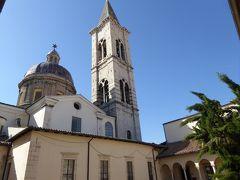 春の優雅なアブルッツォ州/モリーゼ州 古城と美しき村巡りの旅♪ Vol235(第9日) ☆Sulmona:美しいスルモーナ大聖堂「Complesso della Santissima Annunziata」パテオとカンパニーレを眺めて♪
