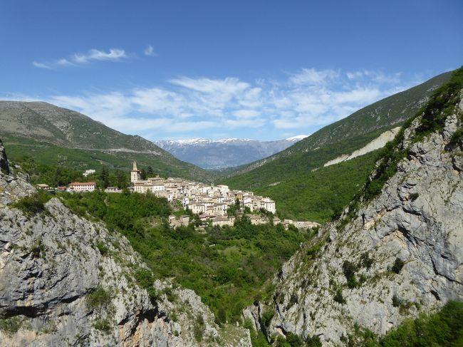 春の優雅なアブルッツォ州/モリーゼ州 古城と美しき村巡りの旅♪ Vol245(第9日) ☆Anversa degli Abruzziから美しい山岳風景を眺めながら♪