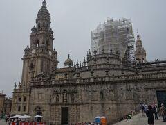 サンチャゴ・デ・コンポステーラのカテドラルの周囲を一周です。これも儀式でしょうか。