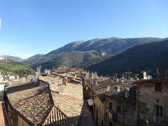 春の優雅なアブルッツォ州/モリーゼ州 古城と美しき村巡りの旅♪ Vol265(第10日) ☆Scanno:ホテル「Il Palazzo Scanno」からスカンノ旧市街パノラマ さようなら♪