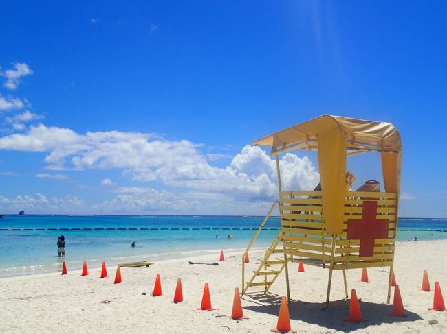 3月のセブ島旅行から引き継き 「青い海が見たくて」、「青い海で泳ぎたくて」サイパンに行くことにしました。<br /><br />5月のサイパンは、乾期で海が安定しお花も咲いているベストシーズンとのことです。<br />私にとってサイパンは、はじめて訪れる場所なので期待が高まります!<br /><br /><br /><br /><br />★ 日程 2017年5月30日~6月3日 (4泊5日)<br /><br />1日目 午前11時30分発~午後9時20分着<br /> <br /> ユナイテッド航空  中部国際空港発グアム乗り継ぎ(4時間25分の辛い乗り継ぎ)<br /><br />・セントレアで外貨受取<br />・グアム乗り継ぎ<br />・ひまわりホテルの送迎(15ドル)<br /><br />2日目(5月31日) <br /><br />・ダイビング 1日目「ウイング」「スポットライト」午後「グロット」<br /> ダイビングショップ 「アクアマリン」利用<br />・ジョイフルディナーショー (フェスタリゾート&スパサイパンにて)55ドル<br /><br />3日目(6月1日)<br /><br /><br />・ダイビング2日目 「ナフタン」と「パイプ」<br />・マニャガハ島観光(送迎20ドル)<br />・日本刑務所跡、彩帆香取神社等<br />・ガラパンナイトマーケット<br /><br /><br />4日目(6月2日)<br /><br />・ダイビング テニアン「フレミング」「テニアングロット」「ラウラウビーチ」<br />・アクアリゾートクラブでのシーフードナイトビュッフェ 35ドル+10%サービスチャージ ドリンク込み<br /><br />5日目 <br /><br />・島内散策 <br />・お土産購入<br />・午後12時半ホテル出発<br /><br /> PM2時20分発~PM7時55分着 ユナイテッド航空 グアム乗り継ぎ<br /> <br /> 往復料金 マイレージ利用(25000マイル)<br /><br />★ 宿泊先 ひまわりホテル 28,896円(4泊)<br /><br />★ 両替レート 111.425円(マネーパートナーズ利用+500円手数料)