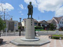 2017初夏、日本百名城の伊賀上野城(1/10):6月3日(1):名古屋から高速バスで伊賀上野へ、芭蕉像、駅前で昼食後にお城見学