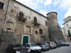 春の優雅なアブルッツォ州/モリーゼ州 古城と美しき村巡りの旅♪ Vol287(第10日) ☆Fornelli:美しき村「フォルネッリ」素晴らしい城壁や城門を眺めて♪