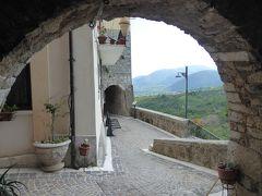 春の優雅なアブルッツォ州/モリーゼ州 古城と美しき村巡りの旅♪ Vol290(第10日) ☆Fornelli:美しき村「フォルネッリ」城壁の歩道からパノラマ♪