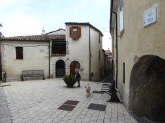 春の優雅なアブルッツォ州/モリーゼ州 古城と美しき村巡りの旅♪ Vol292(第10日) ☆Fornelli:美しき村「フォルネッリ」はしゃぎ回る犬とお澄ましの猫たち♪