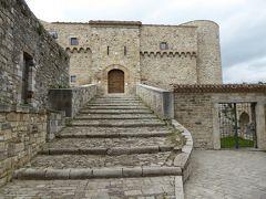 春の優雅なアブルッツォ州/モリーゼ州 古城と美しき村巡りの旅♪ Vol308(第11日) ☆Civitacampomarano:チヴィタカンポマラーノ城「Castello Angioino」と周囲の風景♪