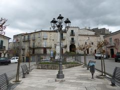 春の優雅なアブルッツォ州/モリーゼ州 古城と美しき村巡りの旅♪ Vol316(第11日) ☆Oratino:美しき村「オラティーノ」旧市街を抜けて広場を眺めて♪