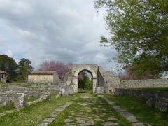 春の優雅なアブルッツォ州/モリーゼ州 古城と美しき村巡りの旅♪ Vol337(第12日) ☆Saepinum:古代ローマ遺跡の村「サエピヌム」春の美しい花の風景を眺めながら♪