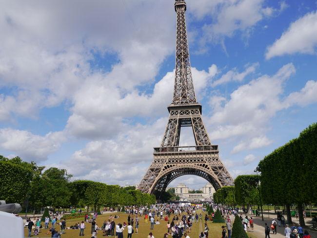 パリには数回訪れていますが、<br />今回、オペラ座付近で見かける<br />オープンバスにはじめて乗ってみました。<br />緑色のバスは主コース。<br />それぞれの観光地は、訪れていますが、<br />全体の位置関係がわかって面白かったです。時間があれば、他のルートのバスにも乗りたかったです。<br /><br />そしてパリから、<br />念願のアルザス ストラスブール、コルマールへの旅へ。<br /><br />コルマール行こうとした朝、<br />コルマール行き電車がアクシデントで<br />午前中はすべてダメというので、<br />トラムに乗り、ライン川を渡った終点のドイツのkehlの町を散策しました。<br /><br />帰国の日、CDG行きTGVの電車時間が昼遅め時間でしたので、<br />半日だけコルマールへ行ってきました。<br /><br />もっとゆっくりしたかったですが<br />美しいアルザス地方でした。<br /><br /><br />