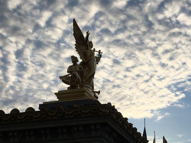 パリでの行程は、<br />1日目:オルセー美術館<br />2日目:ルーブル美術館、シャンゼリゼ、凱旋門、エッフェル塔<br />3日目:モンサンミッシェル<br />4日目:ベルサイユ宮殿、コンシェルジュリ、サントチャペル教会、ノートルダム大聖堂<br />と言った感じです。この旅行記では、2日目から4日目を記載させていただきます。