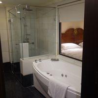 台北のホテルはジャグジーつき。部屋も広くて満足です。