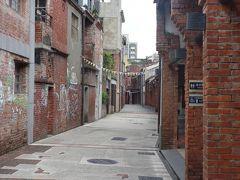台北旅行の朝一は龍山寺。剥皮寮は月曜休業か。