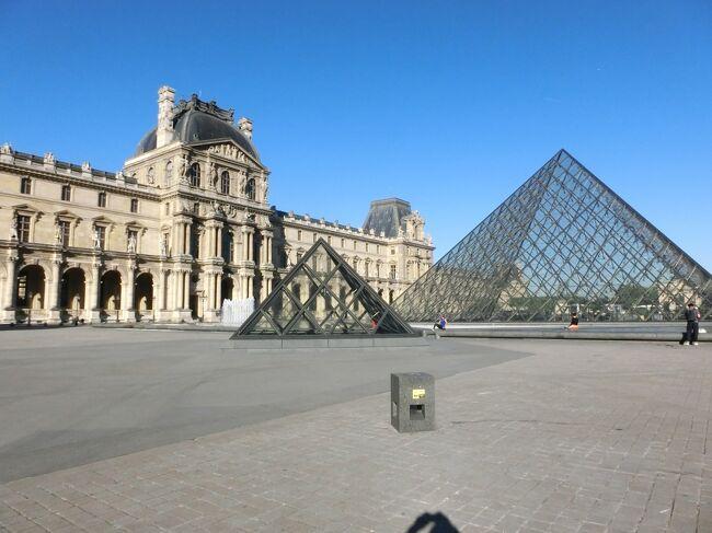 """標題の""""最後の海外旅行となるか""""は旅行前の予感と旅行後の実感です。<br />その予感で死ぬまでにもう一度パリとパリの美術館を見ておきたいと思うので今年はフランスにしました。<br /><br />5月25日から6月15日、足掛け20泊22日。パリには前後12泊しましたが、地方へ出かける拠点としたほかは専ら美術館巡りについやし、パリの街歩きはその合間にしました。傘の出番は1度だけ、しかもほんの20分程度で連日日本より暑い日が続きました。暑さは一番こたえます。<br /><br />前回2014年のようなストライキやペテンに逢わず旅程はすべて順調にこなし一応目的は達しました。が、同時にもはや私は海外旅行には向かないことを悟りました。食べるものが無い、長時間歩けない、好奇心の減退等。それに言葉、気質の異なる人種の間で行動するのも煩わしくなりました。。<br />でもせっかく撮ってきた写真です。ブログに投稿するうちにまた気力が湧いて来るかもしれません。<br />最初はパリで5連泊した第1日目です。ルーヴル美術館に行きました。<br /><br />写真はルーヴル美術館、ガラスのピラミッド。<br />"""