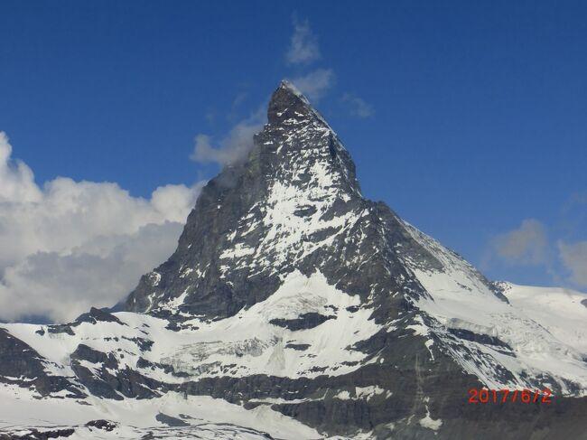 スイス5泊7日で3大名峰を見てきました(ゴルナーグラード→マッターホルン 9/11)<br /><br />まず、チューリッヒに着き、ユングフラウ4158mに行くために、<br />グリーンデルワルトからWAB登山鉄道とJB登山鉄道(ユングフラウ鉄道)でユングフラウヨッホ3464mのスフィンクス展望台に行った。<br />次に、モンブラン4808m。一旦ベルンに行き、190kmの南、<br />フランスのシャモニー1037mに行き、ロープウェイでエギーユ・デュ・ミディ3842mの展望台に行った。ここだけが少し雲が出てモンブランの頂上が見れなかった。<br />次が待望のマッターホルン4478m、ツェルマットには泊まれなかったが、<br />Zermattからゴルナーグラート鉄道でゴルナーグラート展望台3089mに行き、素晴らしいマッターホルンを堪能して、帰りに2時間ばかし下りをハイキングした。<br />最後にゴールドフィンガーの舞台のフルカ峠を超えて、氷河特急にアンデルマットからフィリスールまで乗った。<br /><br />今日はマッターホルンです!<br />晴れ、25℃。<br />本当に素晴らしいスイスでした。<br />ゴルナーグラート展望台からじっくりとマッターホルンを見て最高の気分を味わって、ユングフラウ、モンブランと見れて、<br />本当にスイス良かった。