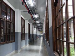 松山文創園区は旧タバコ工場をリノベーションした楽しいところ。向かいのビルの本屋・雑貨屋さんがとってもいい。
