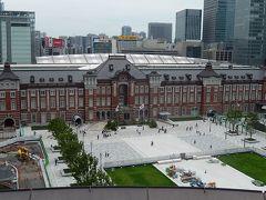 新丸の内ビル7階テラスから見た東京駅丸の内駅前広場等の風景