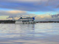 とうとう来ちまった...「地球の秘境:アマゾン」.....のホテルへ向かう小さな、ちいさな舟の上で、編...4...(マナウス/ブラジル)