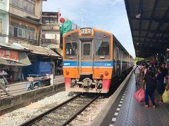 往復20THBで行くマハチャイ、タイローカル列車の旅