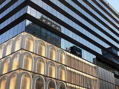 評判の Ginza Six を見てきました。極めて現代的な施設ですね。