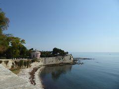 プーリア州優雅な夏バカンス♪ Vol21(第3日) ☆Trani:朝の「Villa Parco Comunale」優雅な散歩 遠くの修道院を眺めて♪