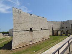 プーリア州優雅な夏バカンス♪ Vol28(第3日) ☆Barletta:美しきバルレッタ城を眺めて♪